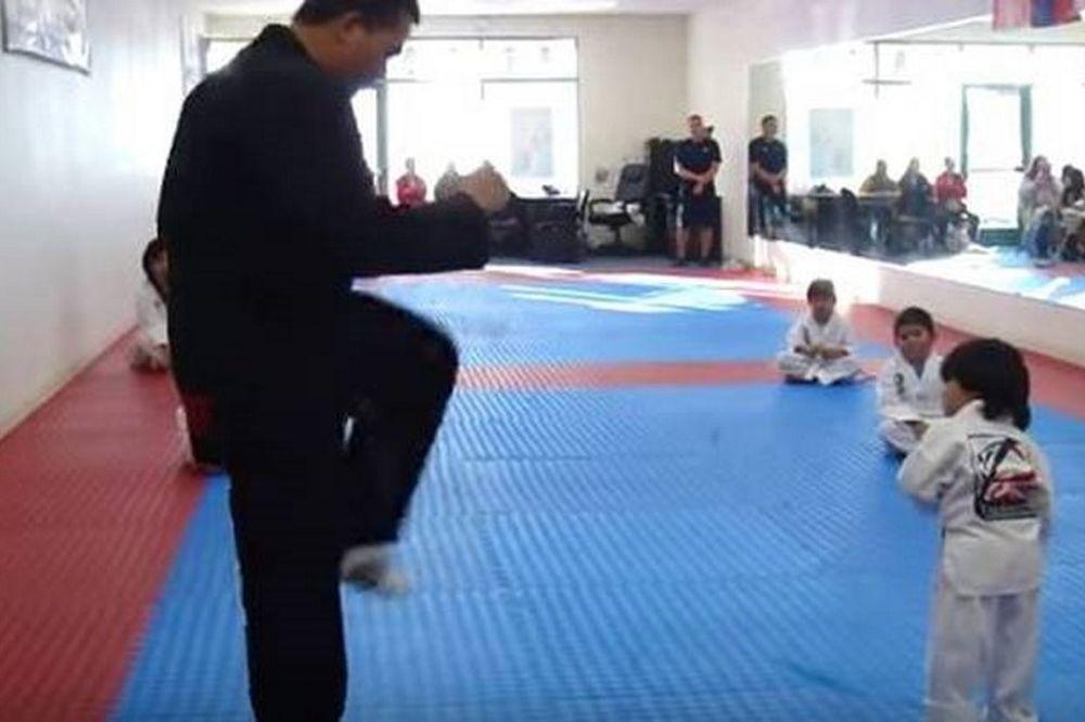 Ο τρίχρονος καρατέκα που κατέκτησε τον κόσμο (video)
