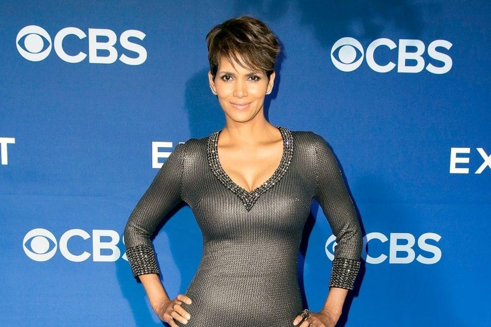 To κορμί απίστευτο, αλλά τι στο καλό φόρεσε για να εμφανιστεί σε τηλεοπτική εκπομπή;