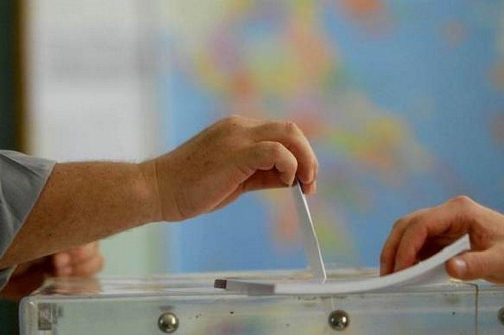 Εκλογές 2015 - Δημοσκόπηση: «Ντέρμπι» ΣΥΡΙΖΑ και ΝΔ - Ποια κόμματα μπαίνουν στη Βουλή