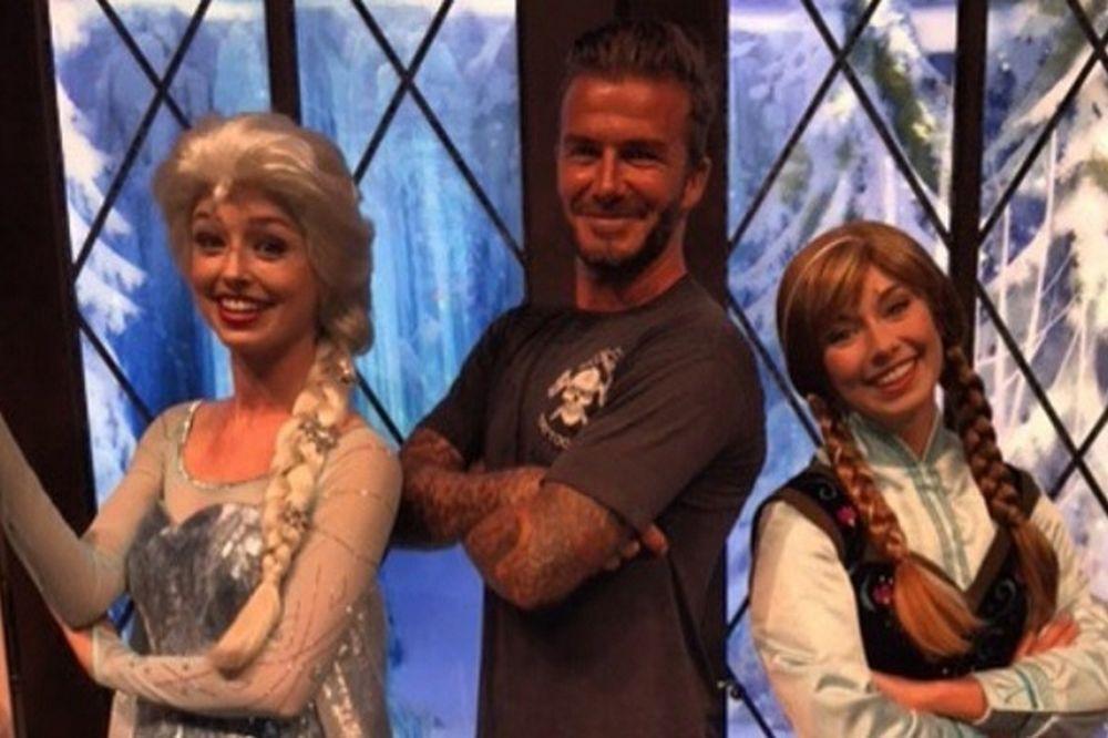 Beckham ανάμεσα σε Έλσα και Άννα γιατί...
