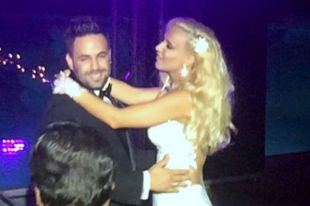Γάμος Γιαννιά-Παντελιδάκη: Το τραγούδι-έκπληξη της νύφης στον γαμπρό!