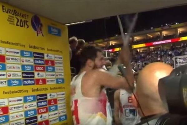 Έσκισε τη σημαία της Σερβίας ο Μίροτιτς! (video)
