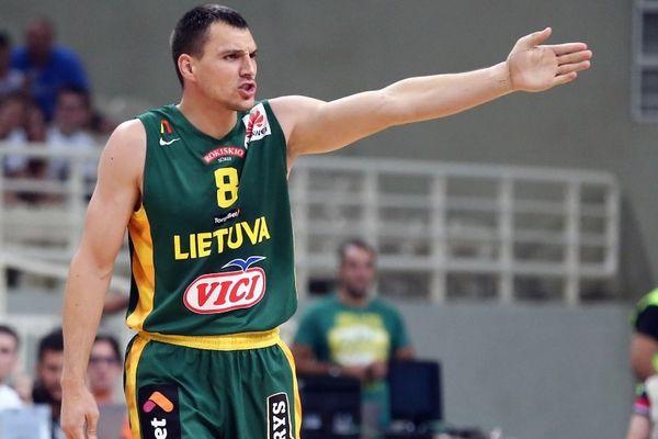 Ευρωμπάσκετ 2015: Ο Ματσιούλις τους ξελασπώνει... κυριολεκτικά! (photo)