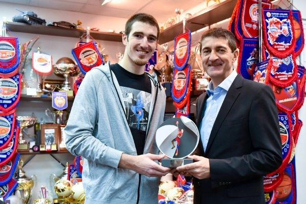 Στον Ντε Κολό το πρώτο βραβείο «Alain Gilles»!