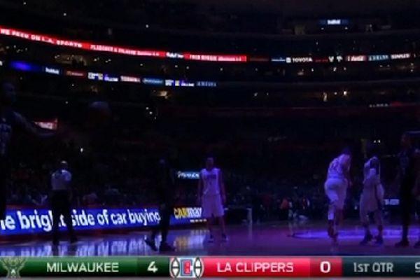 «Έπεσαν» τα φώτα στο Stamples Center! (video)