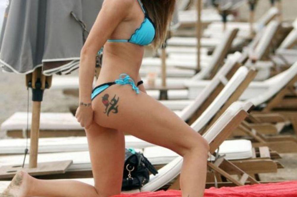 Ελληνίδα playmate κολάζει! «Δεν με χαλάει ένα στα γρήγορα» (photos)