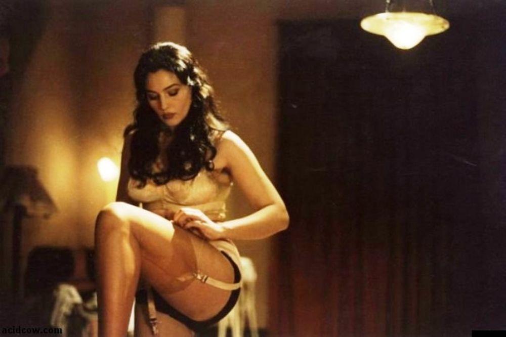 Η Μόνικα Μπελούτσι είναι το πιο καυτό sex symbol! (photos+videos)