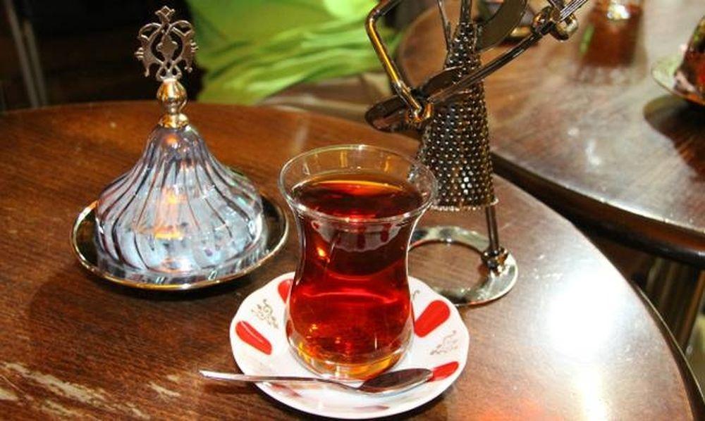 Άνδρας άνοιξε πυρ επειδή τον υπερχρέωσαν για ένα φλιτζάνι τσάι!