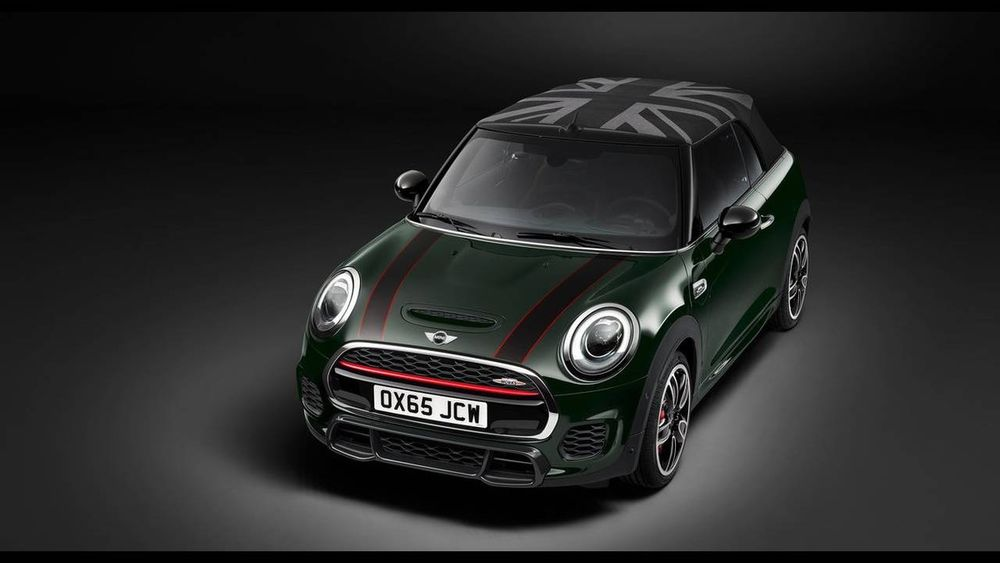 To Μini Cabrio έγινε John Cooper Work (photos)