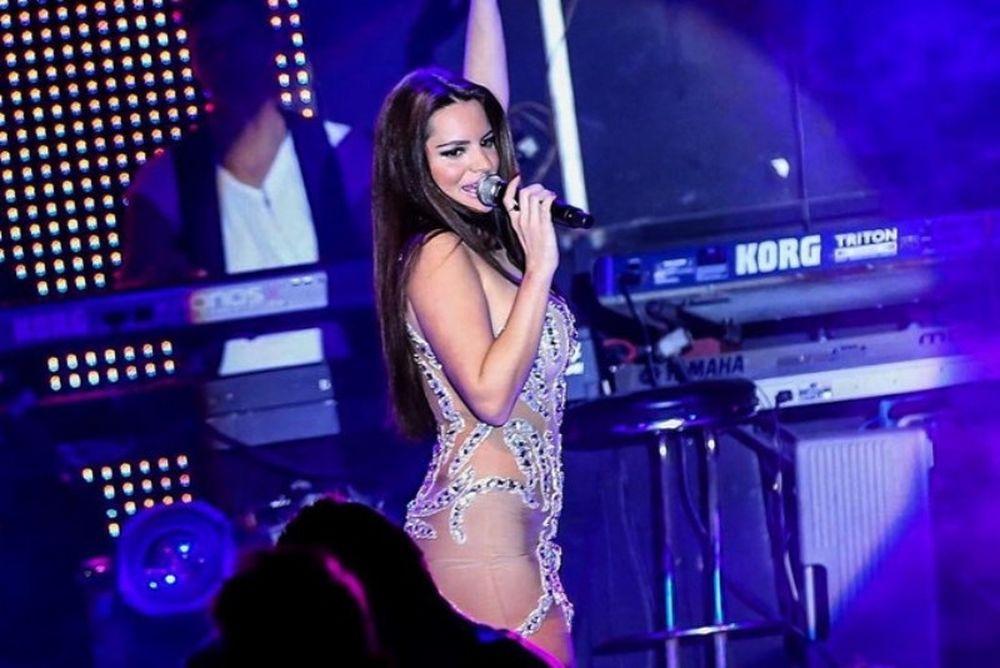 «Φωτιά» στην πίστα η Ελληνίδα τραγουδίστρια! (photos)