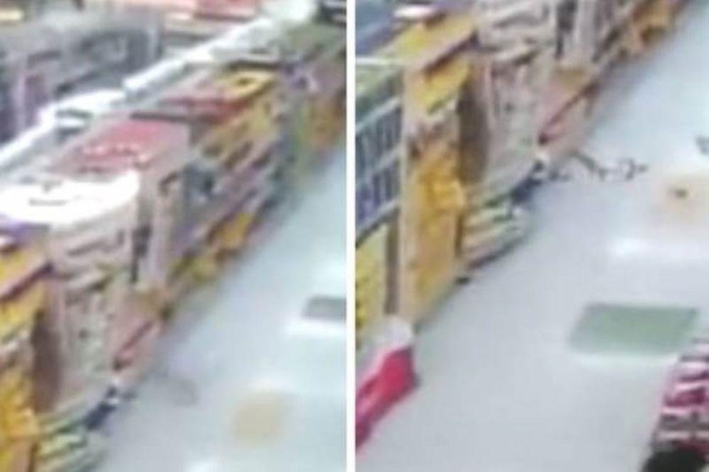 Oργισμένο φάντασμα πετά τρόφιμα σε πελάτες σούπερ μάρκετ! (video)