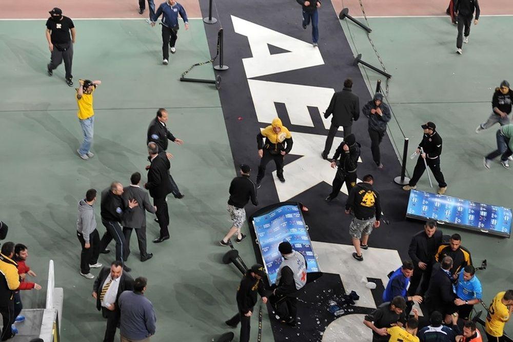 Οπαδοί της ΑΕΚ έκαναν επίθεση στα γραφεία της Χρυσής Αυγής!