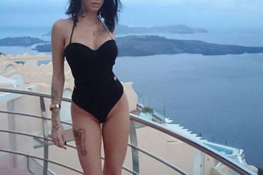 Κόλαση στο μπαλκόνι η Ελληνίδα πορνοστάρ! (photos)