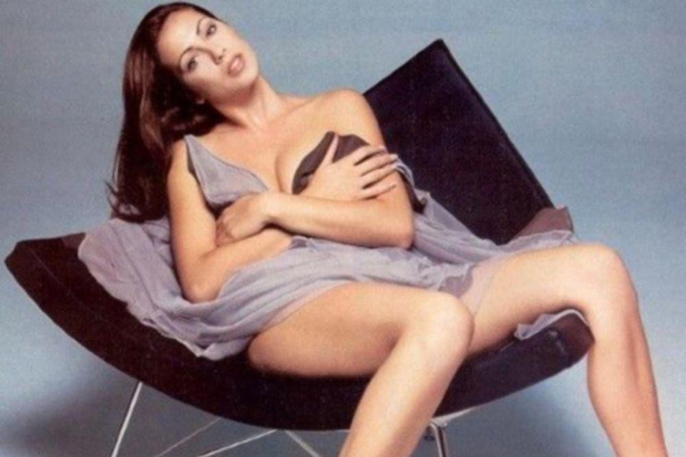 H απόλυτη γυναικάρα των 90s ολόγυμνη! (photos)