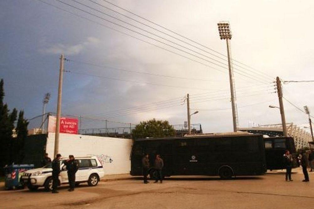 Η αστυνομία έχει περικυκλώσει τη Θύρα 1! (photos)