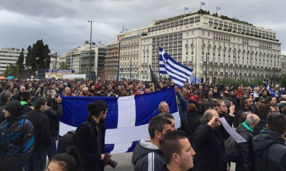 Κατασκήνωσαν στην πλατεία Συντάγματος οι Αγρότες - Τρακτέρ στην Αθήνα