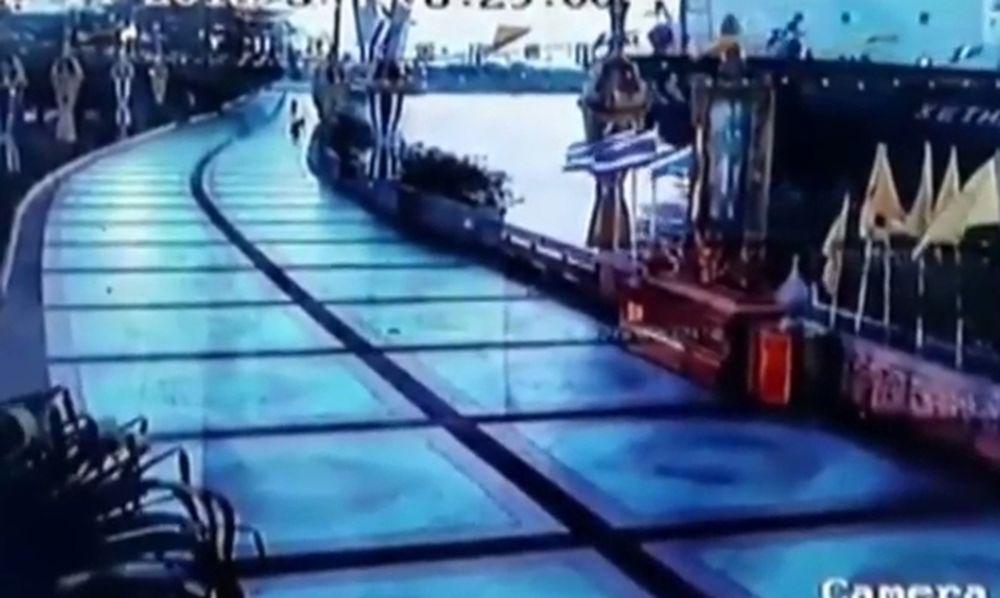 Βίντεο – ντοκουμέντο: Εμπορικό πλοίο προσκρούει σε αποβάθρα της Μπανγκόκ