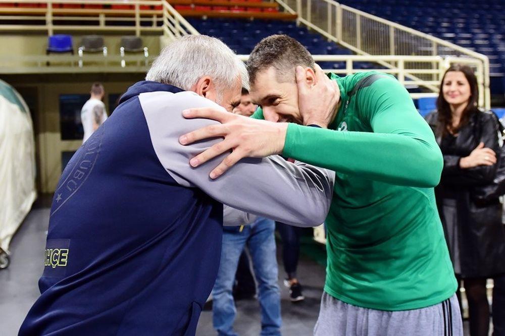 Η αγκαλιά του Ζοτς με Διαμαντίδη! (photos)