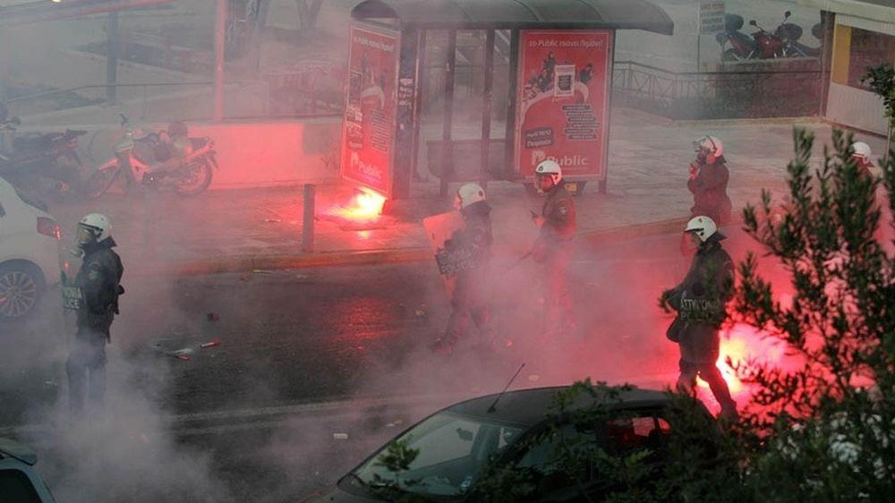 EKTAKTO: Επεισόδια με τραυματίες στο Καραϊσκάκη!