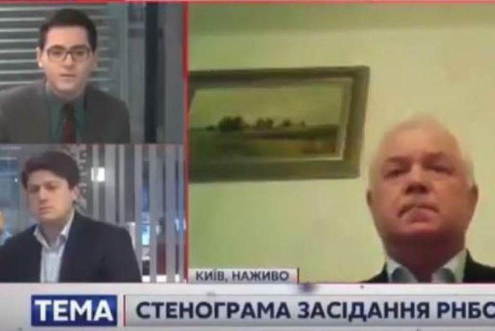 Γκάφα ολκής: Ουκρανός αξιωματούχος εμφανίστηκε στον «αέρα» με εσώρουχα! (video)