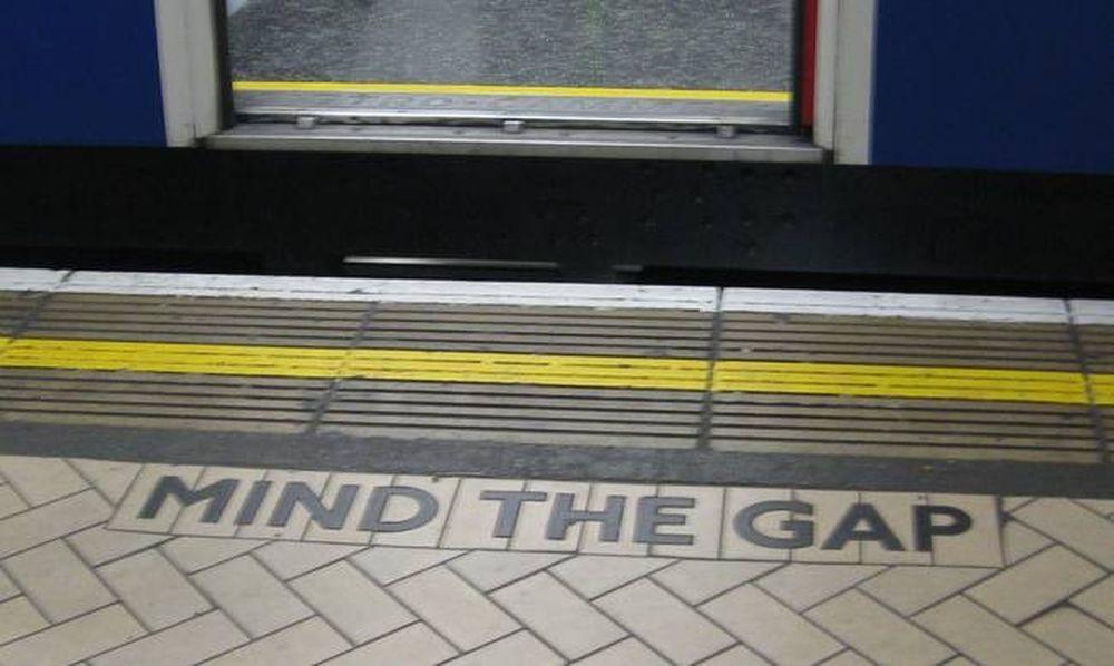 Βρετανία: Πέθανε η… φωνή του «mind the gap» στο μετρό