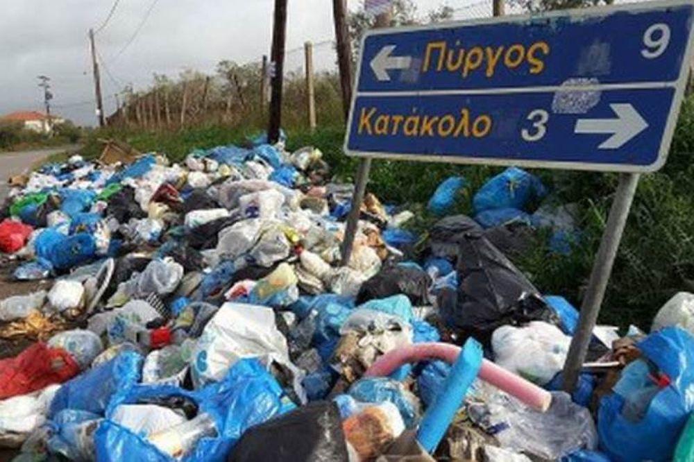Πύργος: Μαζεύουν τα σκουπίδια για να περάσει η Φλόγα και τα πετούν στο γήπεδο (photos)