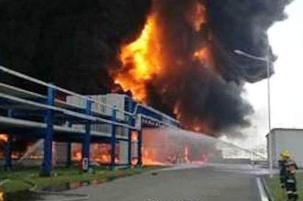 Ισχυρή έκρηξη σε κτηριακό συγκρότημα αποθήκευσης χημικών και καυσίμων