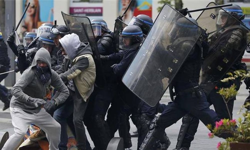 Άγρια επεισόδια στο Παρίσι - 24 αστυνομικοί τραυματίες (pics+vids)