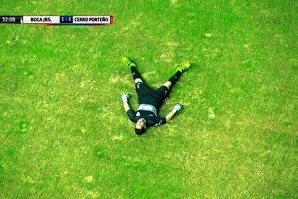 Λιποθύμησε την ώρα του αγώνα ο γκολκίπερ της Μπόκα! (video)