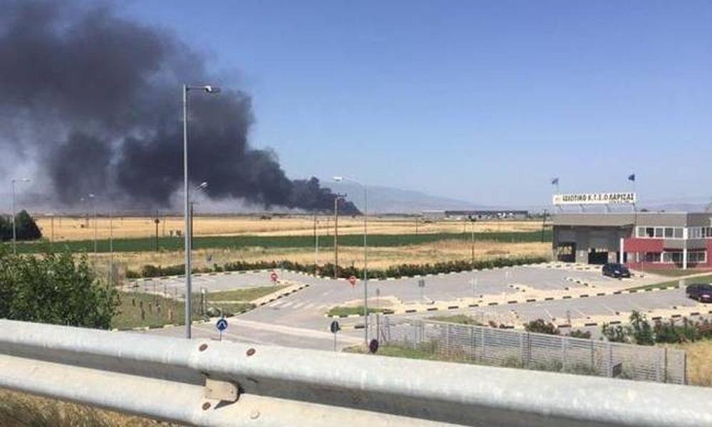 Λάρισα: Συναγερμός στην Πυροσβεστική – Μεγάλη πυρκαγιά σε εργοστάσιο στην παλιά εθνική οδό