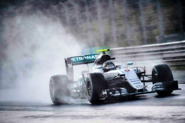 Formula 1: Pole position για Ρόσμπεργκ στη βροχή