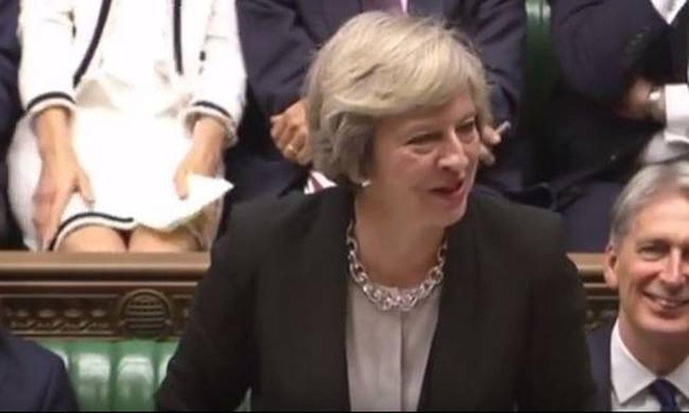 «Βασικό ένστικτο» στη βρετανική Βουλή: Το σέξι «ατύχημα» βουλευτίνας! (vid)