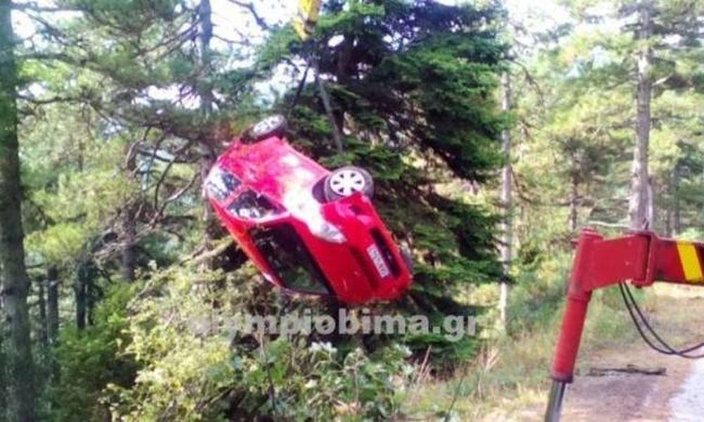 Παραλίγο τραγωδία στον Όλυμπο – Αυτοκίνητο έπεσε σε χαράδρα (pics)