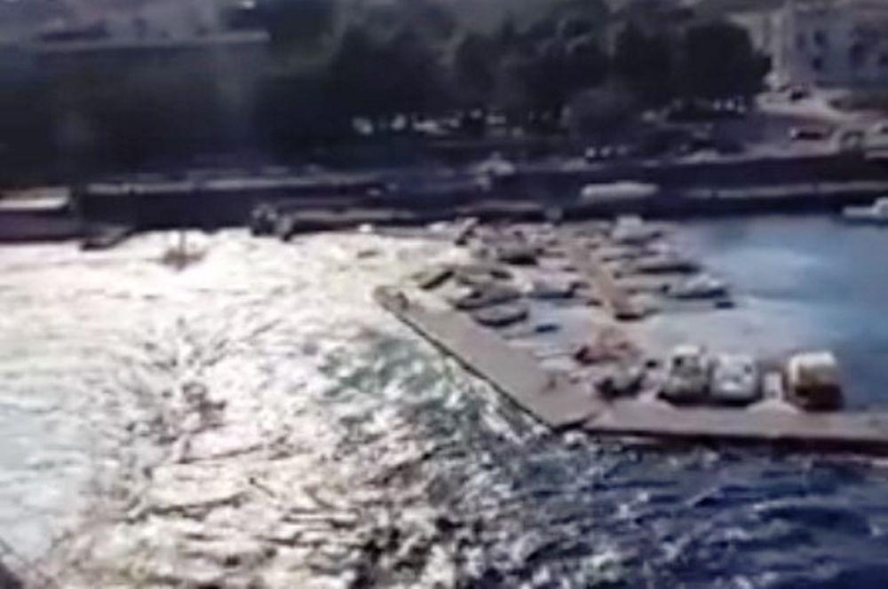 Απίστευτο! Πλοίο προκαλεί τσουνάμι και κατεδαφίζει προβλήτα! (video)