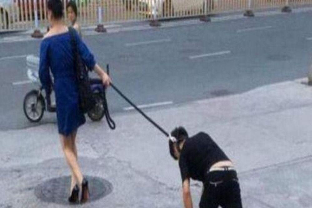 Αδιανόητες εικόνες: Γυναίκα έσερνε τον άντρα της με λουρί σκύλου!