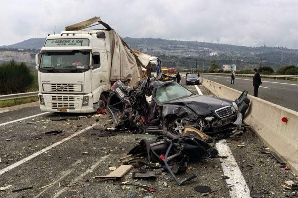 Έκτακτο: Τροχαίο με νταλίκα στη Θεσσαλονίκη - Ένας νεκρός, πέντε τραυματίες