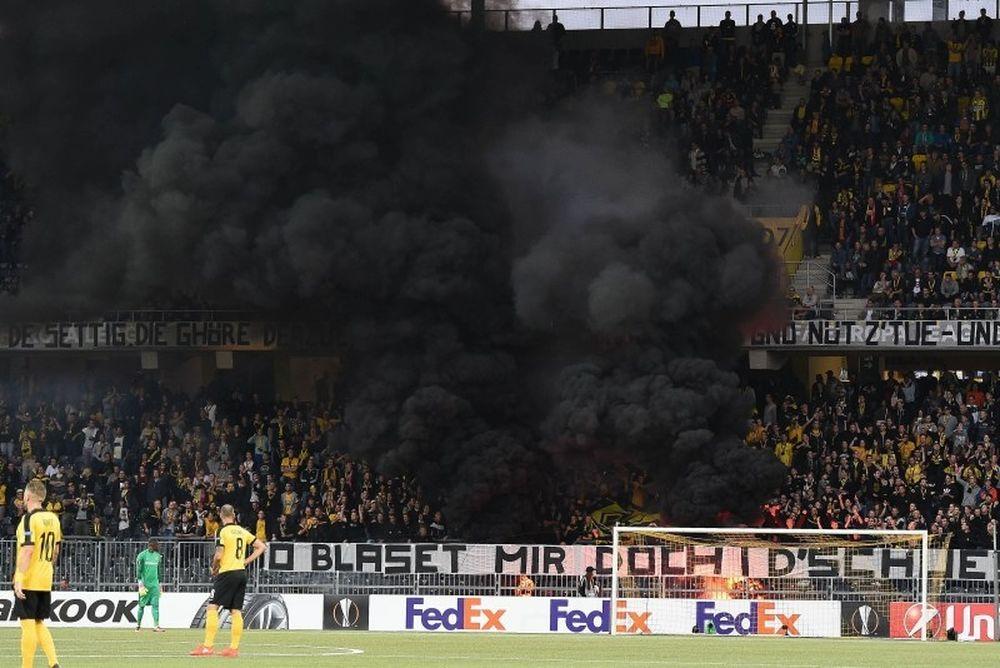 Οπαδοί της Γιουνγκ Μπόις έβαλαν φωτιά στο γήπεδο! (photos)