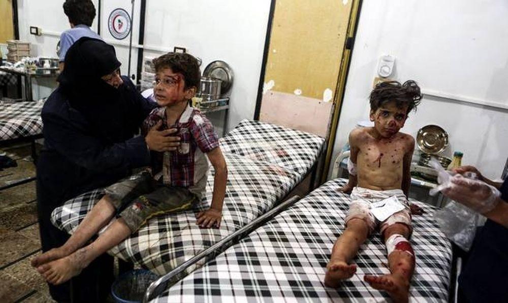Αιματοκύλισμα δίχως τέλος στη Συρία: Δεκάδες άμαχοι νεκροί από επιδρομές σε σχολείο