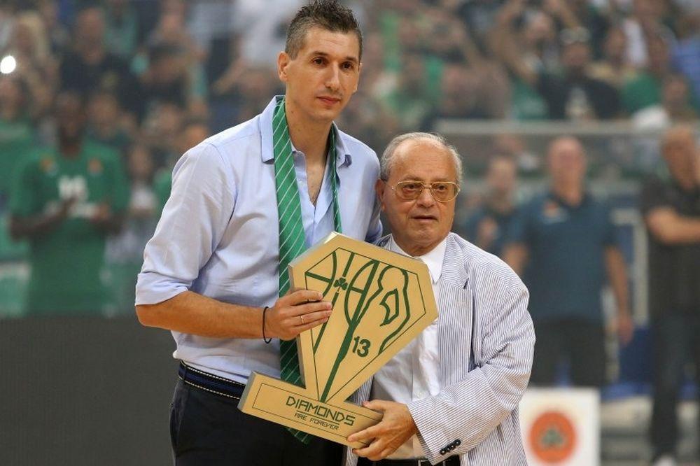 Η πράσινη γραβάτα του Θανάση Γιαννακόπουλου στον Δημήτρη Διαμαντίδη! (photos)