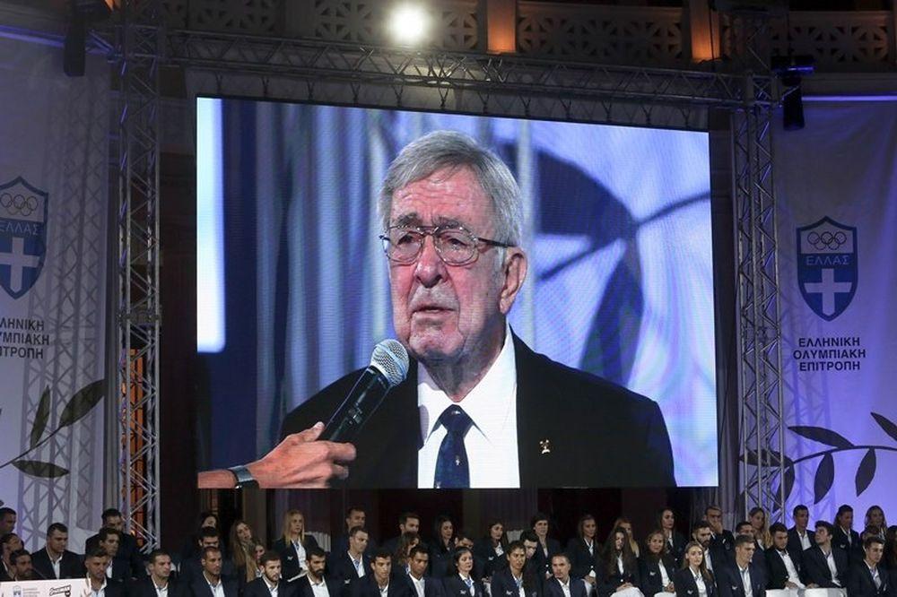 «Λύγισε» ο τέως βασιλιάς στην εκδήλωση της ΕΟΕ για τους Ολυμπιονίκες (video)