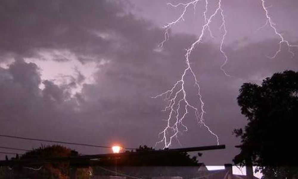 Κακοκαιρία προ των πυλών: Βροχές και καταιγίδες τις επόμενες ώρες