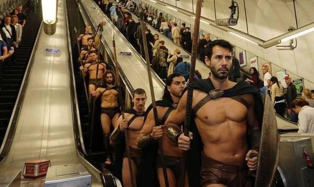 Σπαρτιάτες πολεμιστές στο Μετρό του Λονδίνου