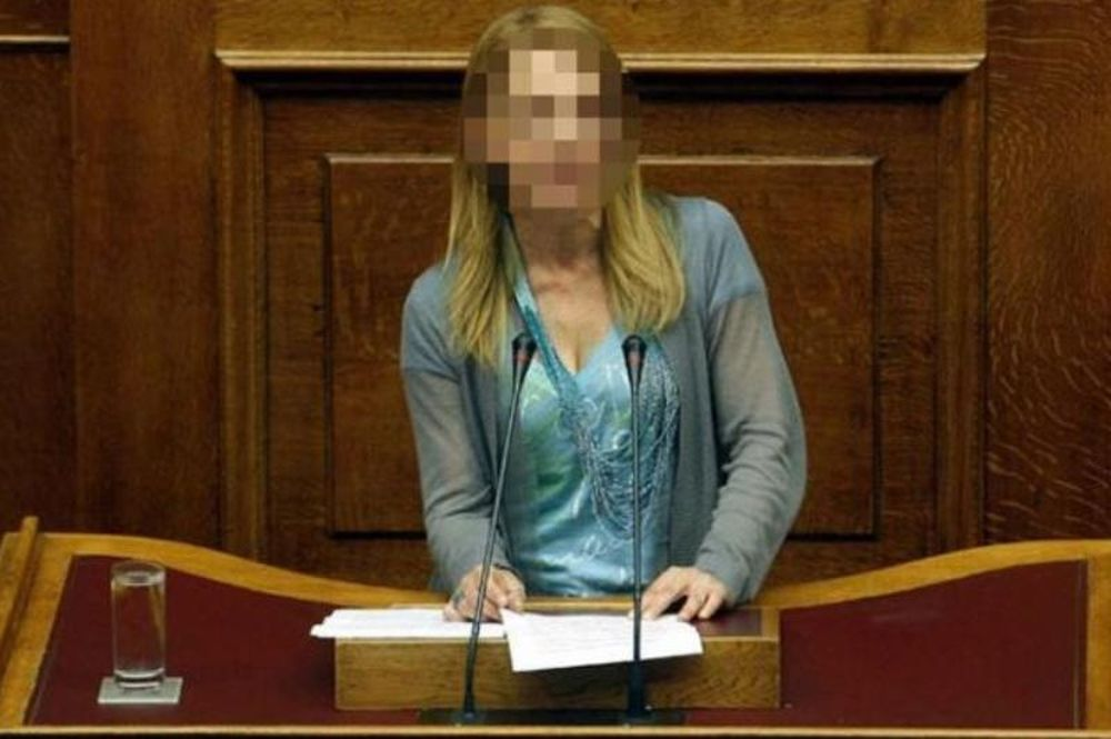 Πρώην Ελληνίδα βουλευτής σε απίστευτα γυμνά! (photos)