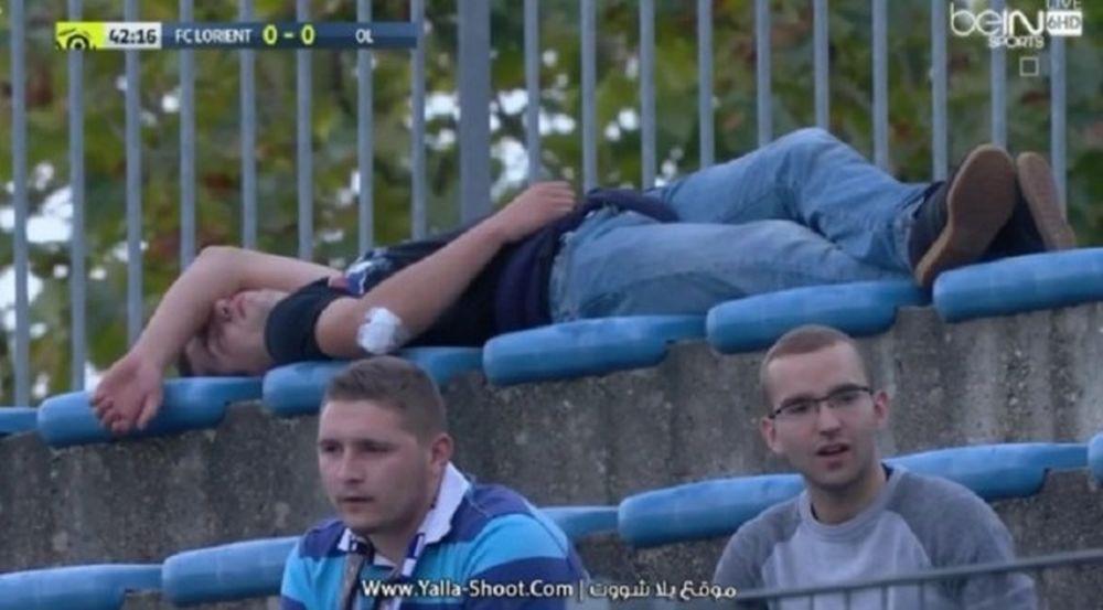 Τον πήρε ο ύπνος στο γήπεδο! (photo)