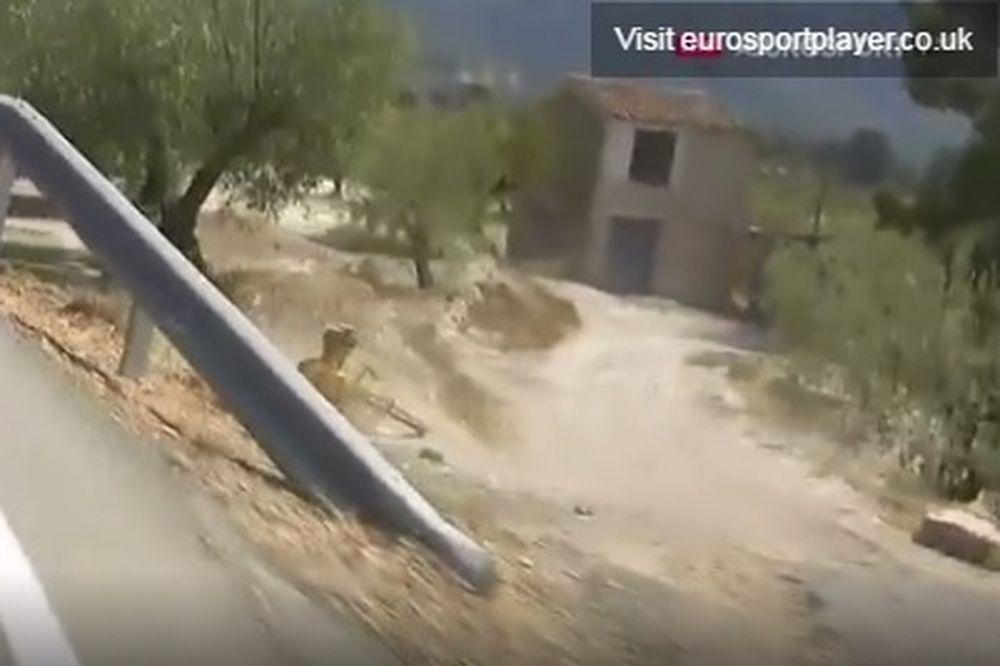 Σοκαριστικές εικόνες από πτώση ποδηλάτη (σκληρές εικόνες)