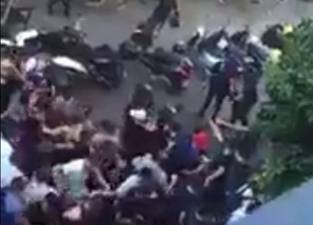 ΠΟΛΥ ΞΥΛΟ! Οι ultras της Σεβίλης επιτέθηκαν σε αστυνομικούς! (video)
