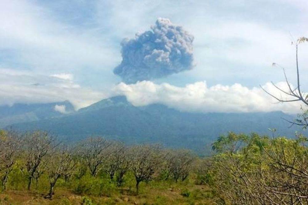 Πανικός στην Ινδονησία: Αγνοούνται 389 τουρίστες που επισκέπτονταν ηφαίστειο τη στιγμή που εξερράγη