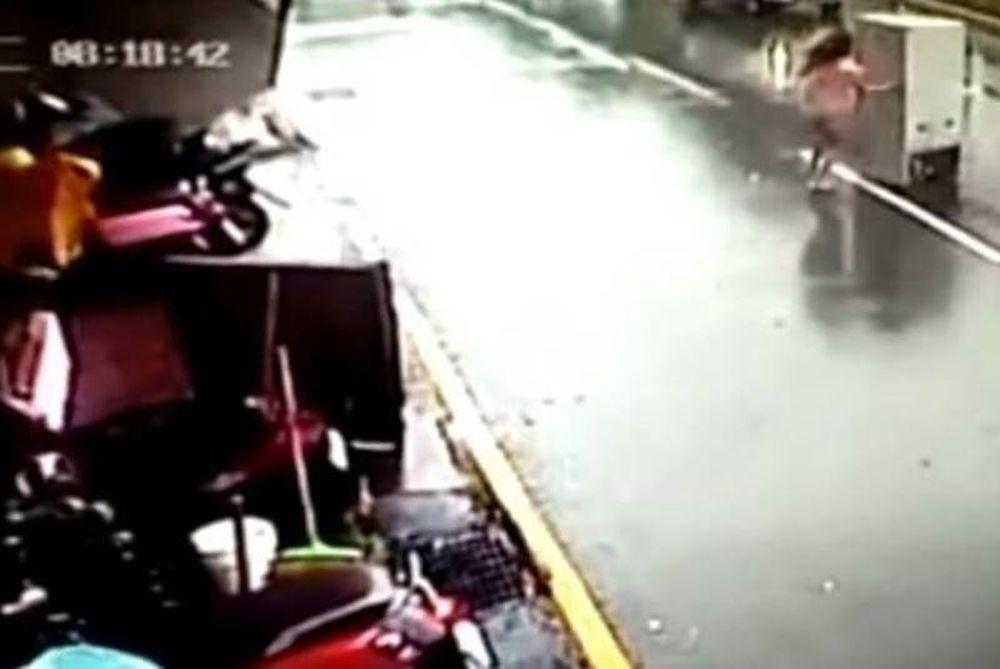 Γυναίκα καταδιώκει ψυγείο σε κεντρική λεωφόρο της Ταϊπέι (vid)