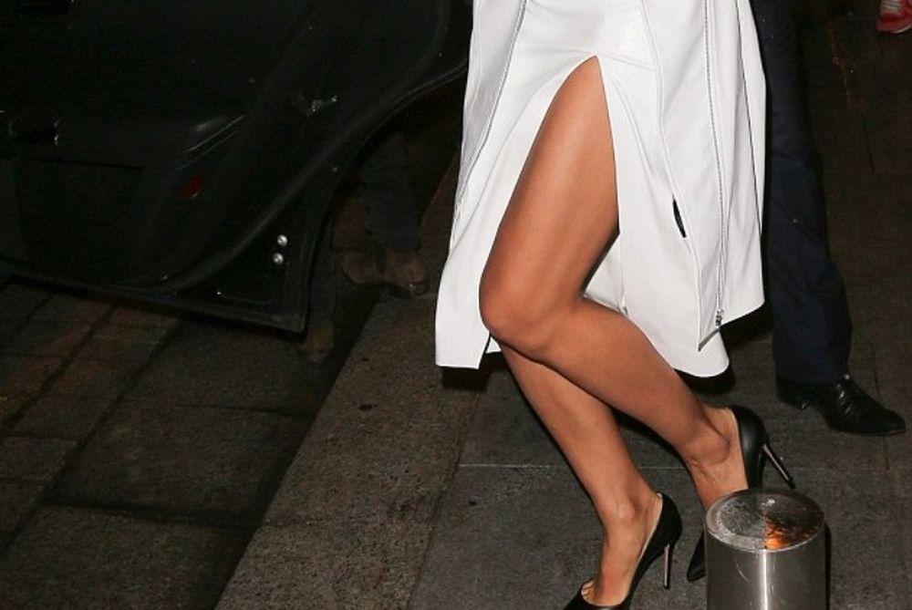 Ακόμα και ντυμένη… καθηλώνει η Ιρίνα Σάικ! (photos)