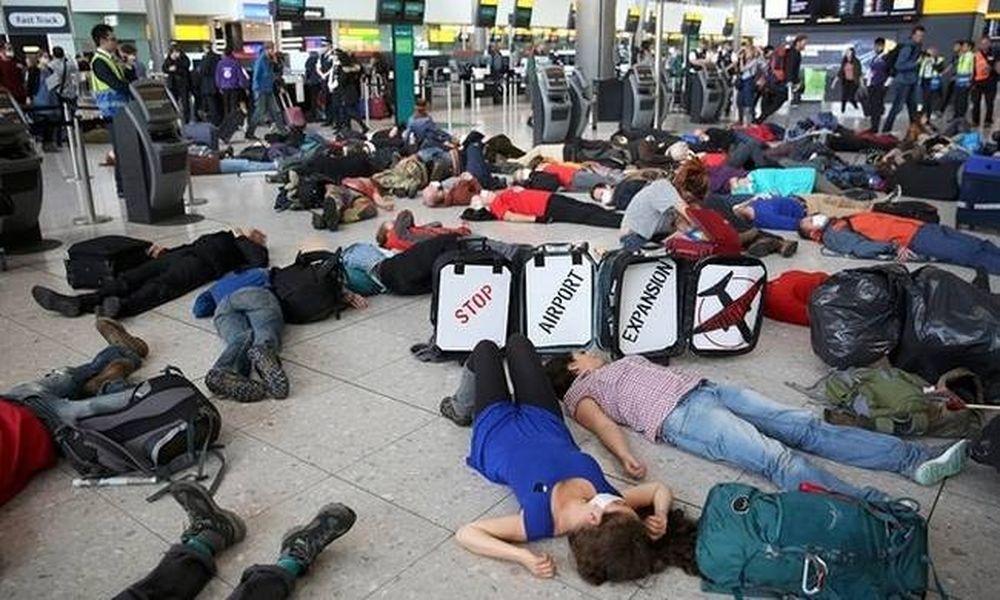 Σοκ στο Λονδίνο – Γέμισε «νεκρούς» το αεροδρόμιο Χίθροου